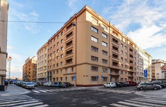 APARTMENT FOR URGENT SALE AT THE HIGHEST POSSIBLE PRICE